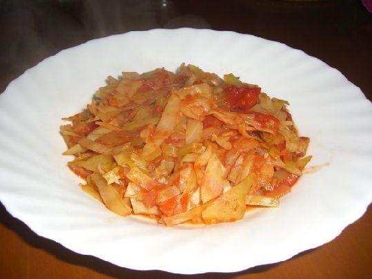 Страви з капусти, Капуста тушкована з грудинкою і томатами