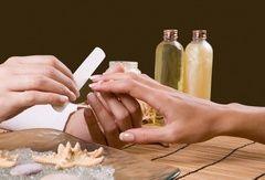 Домашній догляд за нігтями: секрети манікюру