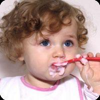 Як навчити дитину їсти ложкою: кілька важливих порад