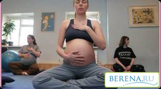 Йогою необхідно займатися під час всієї вагітності, тоді під час пологів вона принесе істотну користь