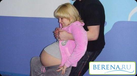 Для прискорення родового періоду варто вибирати будь-які вертикальні положення