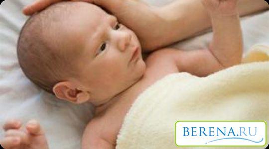 При народженні кістки черепа накладаються одна на іншу, дозволяючи малюку безперешкодно пройти по родових шляхах