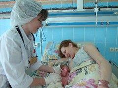 Яких лікарів новонароджений проходить в пологовому будинку?