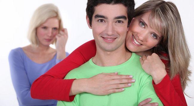 Чи варто зберігати відносини, якщо чоловік живе на дві родини?