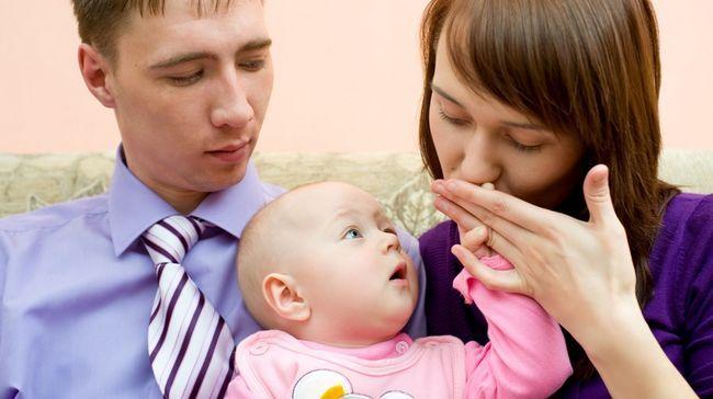 Чоловік ревнує до дитини: можливі причини