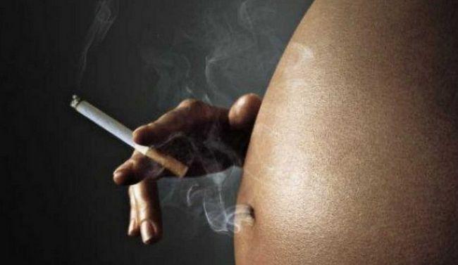 До яких наслідків призводить для дитини призводить куріння мами