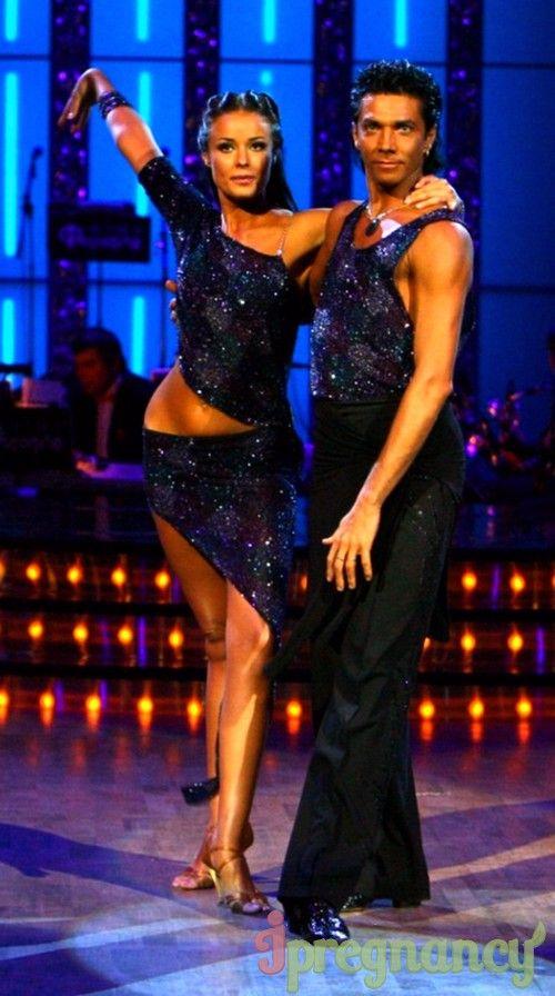 на телевізійному шоу «Танці з зірками» в парі з Олександром Літвененко Оксана Федорова виглядала надзвичайно