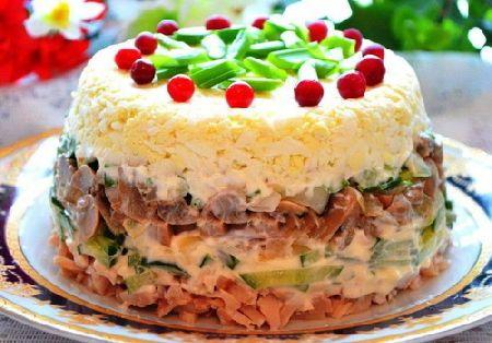 Листкові салати, Листковий салат з копченим м`ясом куркою і огірками