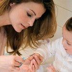 Догляд за нігтями дитини